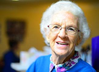 Czy osoby bez doświadczenia w zawodzie mogą być opiekunami osób starszych?
